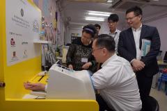 Press-Release_20170512_創新及科技局局長探訪南葵涌社會服務處_02